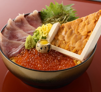 KITTE・天神・贅沢丼・ほぼ正方形